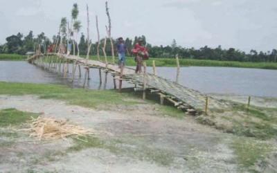 村人たち自作の竹橋