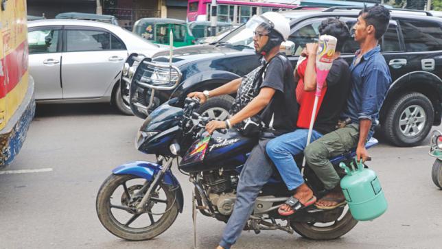 オートバイの3人乗り禁止 | バン...