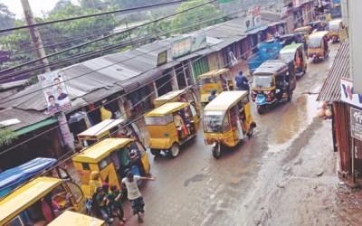 道端占拠で大渋滞