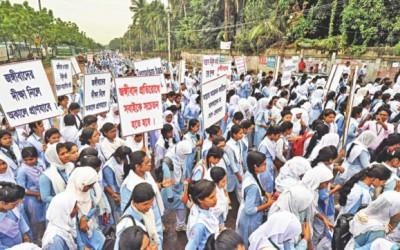 学校で反過激派集会