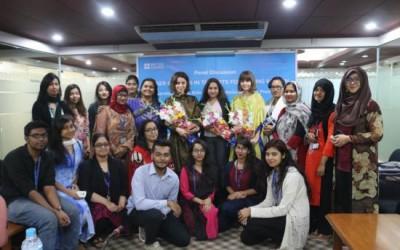 若い女性のキャリア選択討論会