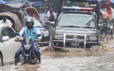 雨は都市民も苦しめる
