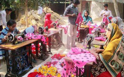 村の女性、縫製で自立