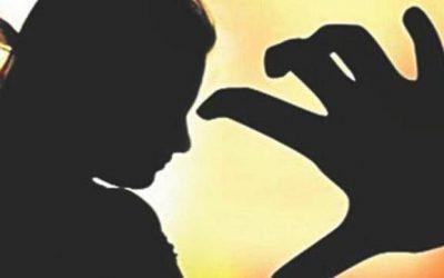 強姦に関連した4人逮捕