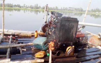 不法砂利浚渫船を破壊