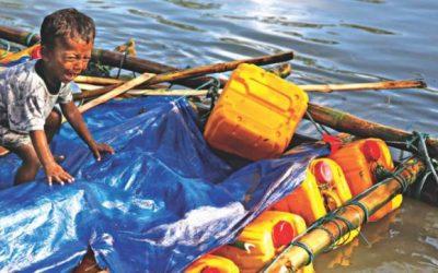 ロヒンギャを乗せた筏の流入続く