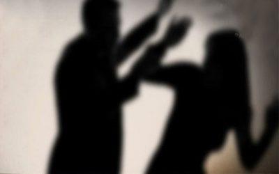女性の54%が暴力に直面