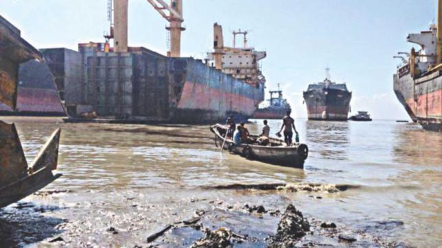 今年、船の解体作現場で15人死亡