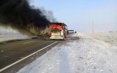 バス・インフェルノがカザフスタンで52人殺害
