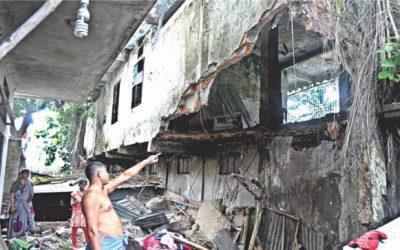 ダッカの崩壊した社会の壊れた避難所の中の反射
