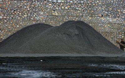 アジアの石炭価格は、巨大な船積み渋滞の中で、