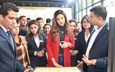 Bidya Sinha Saha MimがDITFのAkij Building Materialsパビリオンを訪問