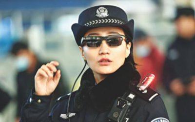 中国の警察ドンハイテクの眼鏡をナップサスペクツ