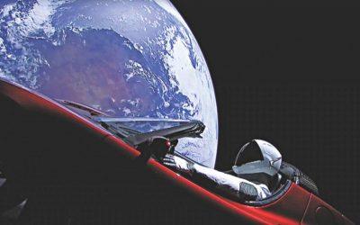 ムスクのテスラ車が火星に向かう