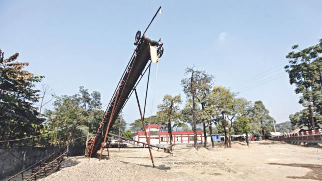 石運搬機が学校占有