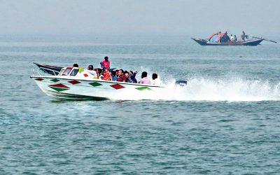 パドマ川を横断するスピードボート