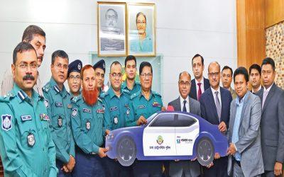 東南アジア銀行はダッカ首都圏警察に2台のパトカーを寄贈した