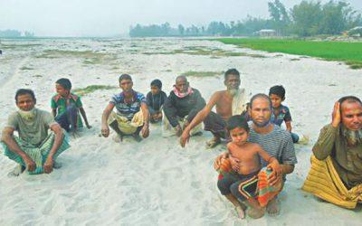 洪水は広大な農地を砂地にする