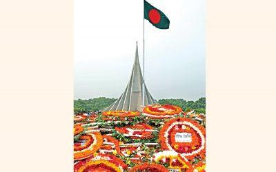 国立記念館の台座を覆う花輪