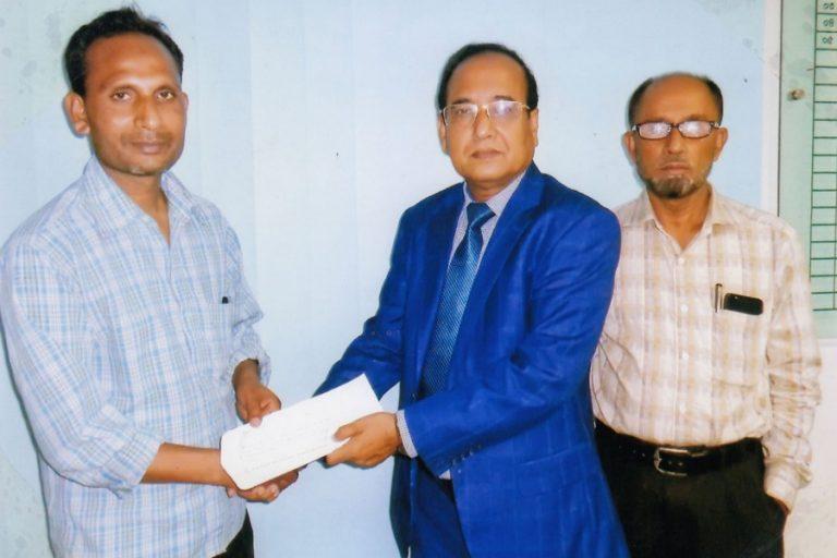Md Anwar Hossainが火災保険金請求を引き渡す