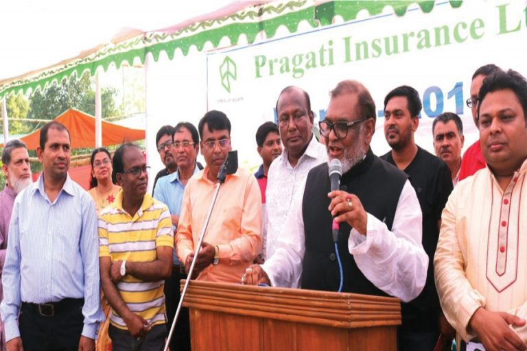 Pragati Insuranceの年間ピクニックと賞金分配の創造