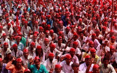 インドの農家数千人が作物価格を引き上げる