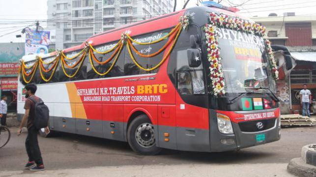 3カ国バス発車