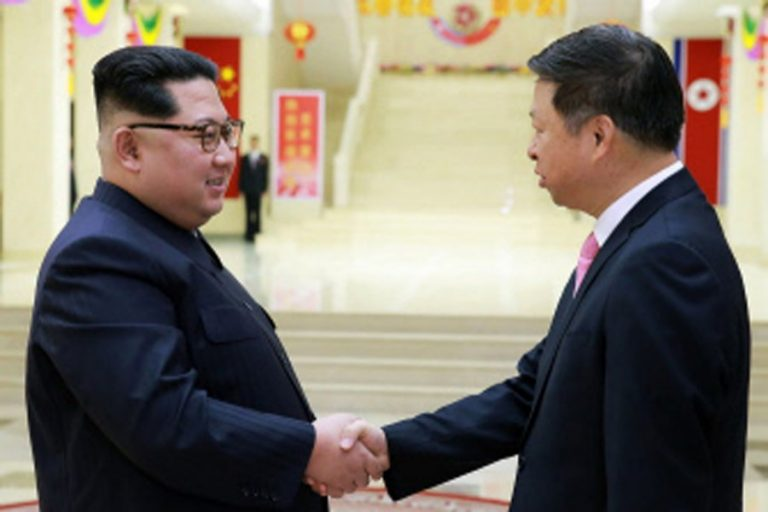 中国FM、地域問題に関する話し合いのために日本を訪問