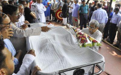 人々は最後の敬意をBelal Chowdhuryに支払う
