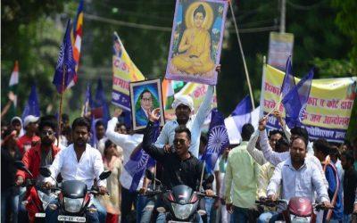 大規模なインドDalitの抗議で7人が死ぬ