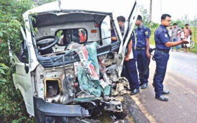 道路事故は12人の命を奪う