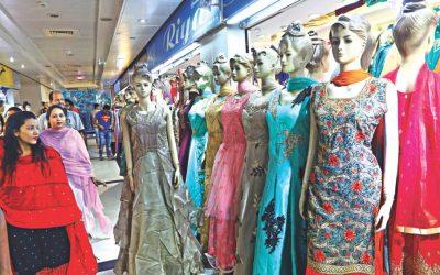 インドの服がEidファッション市場を支配