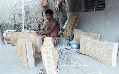 モンスーンがドアをノックすると、竹製の漁具の需要が増加する