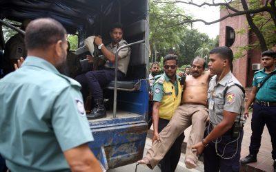 警察はバイクを病院に送ります