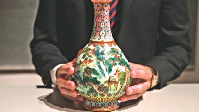屋根裏部屋にある中国の花瓶は1900万ドルで売られています