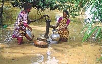 Moulvibazarの洪水の犠牲者は純粋な水のために叫ぶ