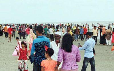 旅行者が賑わうKuakataビーチ