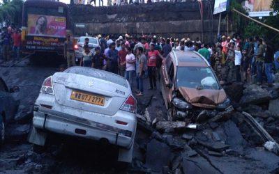 コルカタの橋が崩壊:5人が死亡、数人が閉じ込められた