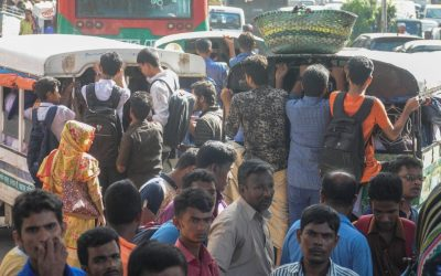 Ctgの通勤者は輸送の不足のために苦しむ
