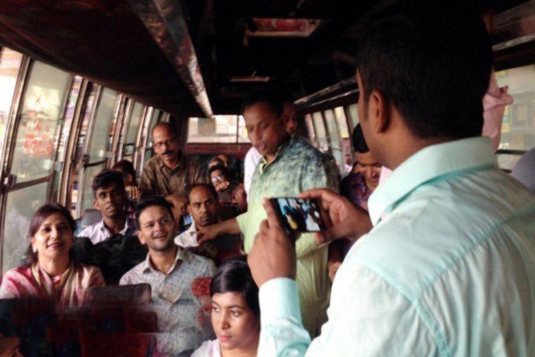タラナは公共交通機関を利用して、