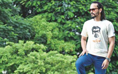 Nitya Upoharの魅力的なTシャツ