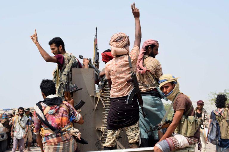 イエメンはホダイダに向かって押し進める