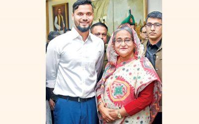 首相とアワミ連盟のシェイク・ハシナ(Sheikh Hasina)首相の祝福を求めるクリッカー・マシュラフ・ビン・ムルターザ
