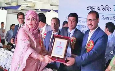 OKMグループの会長がCox's Bazarのトップ納税者に授与されました