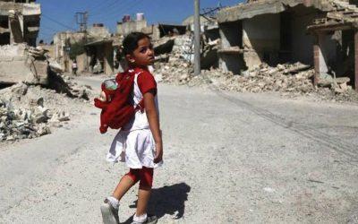 世界は紛争地域で子供を失った
