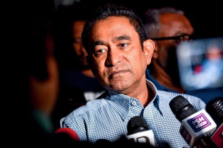 モルディブ政府は、市民に元大統領の移植を報告するよう求める