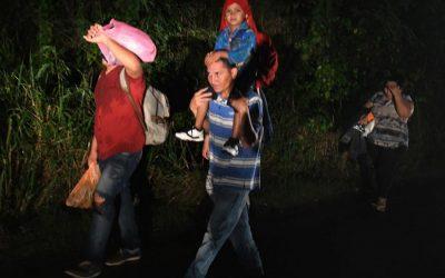 新しい移住者のキャラバンがホンジュラスから米国に出発