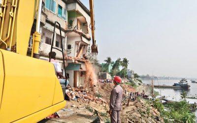 ブリガンガの120の違法建造物が倒された