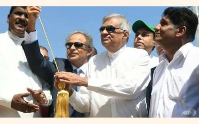 スリランカは戦略的港の近くで$ 3.85億の製油所の作業を開始