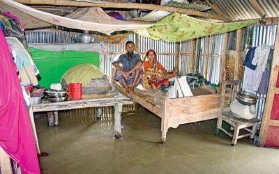 洪水被害地域は食料、水不足